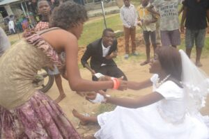 bride-abandoned-her-husband-on-the-alter-after-seeing-her-ex-boyfriend-at-her-wedding-reception-photos-1