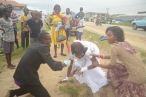 bride-abandoned-her-husband-on-the-alter-after-seeing-her-ex-boyfriend-at-her-wedding-reception-photos-2