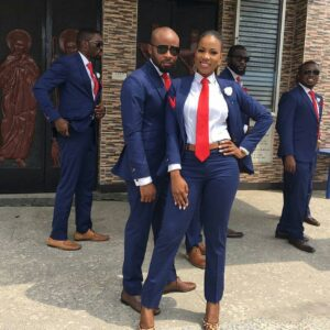 lady-plays-groomsman-role-at-the-wedding-of-her-brother-photos-2