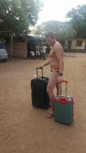 whiteman-who-smokes-african-weeds-for-the-first-time-went-to-the-airport-without-clothes-photos-2