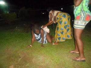 woman-gives-birth-on-grass-after-hospital-rejected-her-over-bills-photos-1