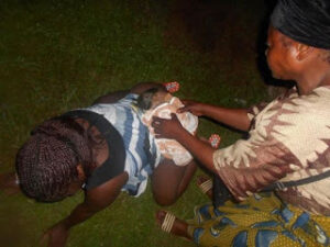 woman-gives-birth-on-grass-after-hospital-rejected-her-over-bills-photos-2