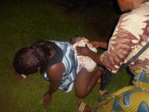 woman-gives-birth-on-grass-after-hospital-rejected-her-over-bills-photos-3