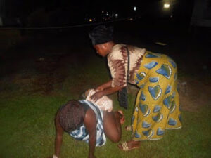 woman-gives-birth-on-grass-after-hospital-rejected-her-over-bills-photos-4